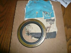 Chevrolet GMC Workhorse Big Truck Wheel Seal 3880674 NOS