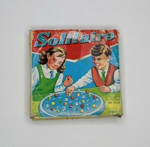 Vintage Solitaire Game MADE IN HONG KONG plastic pieces includes case