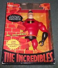 """PIXAR THE INCREDIBLES DISNEY STORE 12"""" MR INCREDIBLE hablando figura MIB Sellado"""