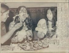 1971 1970s Junior Miss Beauty Pageant Contestants Enjoy Raw Oysters Press Photo