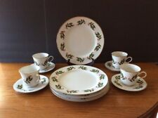 Fine China Japan CHRISTMAS HOLLY 12 Pc Set Dinner Plate Cup Saucer Gold Trim