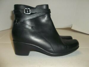 Womens Size 8M Clarks Collection Black Leather Ankle Boots