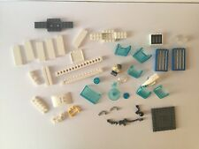 LEGO Spares / Parts - Police station parts - robber minifig - vehicles - City.