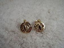 Goldtone Circle Square Screwback Earrings (A8)