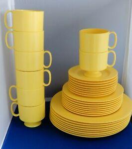 31 Pieces - Service for 8 ONEIDA Deluxe Yellow Melamine Dinnerware NEVER USED