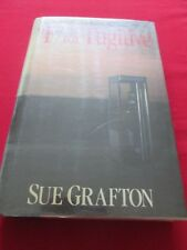 SUE GRAFTON - F IS FOR FUGITIVE - 1999 1ST HB ED. HENRY HOLT