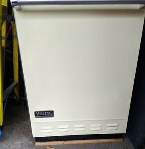 Viking DFUD042 Fully Integrated Dishwasher with 6 Cycles, Triple Filtration....