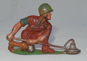 Vintage Barclay Manoil Toy Soldier - Landmine Sweeper 46/16 Land Mine Detector
