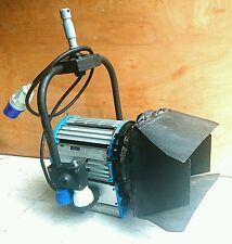 Arri Junior 2000 W 2k Plus L1.81250 foco Fresnel de Tungsteno C/W puertas de granero