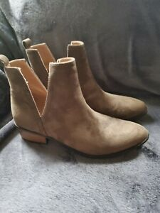 Charlotte Russe olive faux suede open side flat boots sz 8M