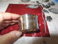ravissant rond de serviette métal argenté poinçons à définir