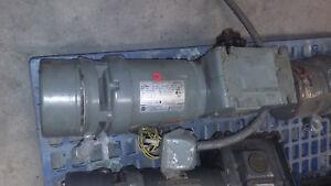 Unimount 125 0.75 HP F050A Enclosed High Efficiency Motor w/ Reducer gear box