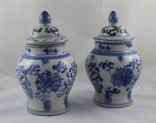 Set de 2 Tibor de porcelana vidriada asiatica pintada a mano. 22cm altura total.