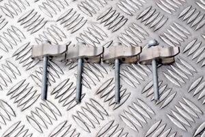 Mercedes C Class W204 2.1CDI fuel injectors clamps & bolts set of 4