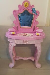 Rare Rapunzel Prrincess Girls Dress Table With Mirror By Disney in Pink