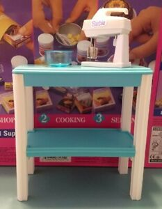 4, Barbie FUN FIXIN' lot, wind up mixer (works) and baking table, mint frim box