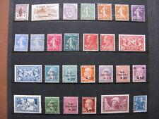 FRANCE neufs UN BON LOT DE 27 TIMBRES AVEC TRACES DE CHARNIERES (1926-1929)