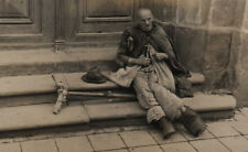 PHOTO ANCIENNE Homme Mendiant Clochard Pied Déformation Monstre Handicap Croix
