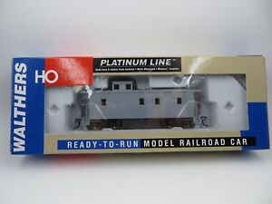 HO Scale Walthers Platinum Line  #932-7600 C-30-1 Wood Caboose UNDECORATED NIB
