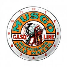 MUSGO Wanduhr groß Metall Schild Uhr  Gasoline Oil Pump Werbung Werkstatt V8 US