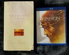"""Bundle: The Passion of the Christ on Blu-ray + Niv """"The Story of God"""" Holy Bible"""