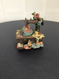 """Enesco Animated Sewing Machine Music Box """"Whistle While You Work"""" Mice Resin"""