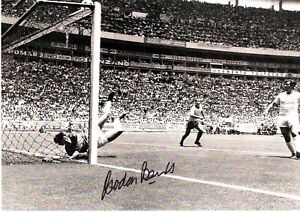 Gordon Banks signed picture- 1970 Save from Pele