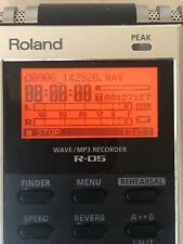 Roland R-05 WAVE/MP3 Portable Recorder, 32GB Card, AC Adapter, Excellent