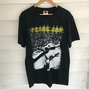 Pearl Jam Eddie Vedder Stage Black Band Mens T-Shirt Size L