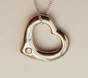 SOLID 18CT WHITE GOLD SOLITAIRE DIAMOND FLOATING OPEN HEART PENDANT + CHAIN 750