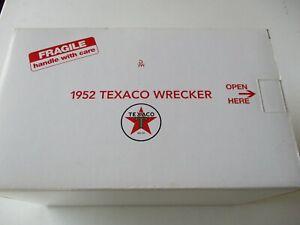 Danbury Mint 1952 Chevrolet Texaco Wrecker 1:24 Red with Texaco Graphics New NIB