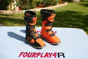 MAVERICK - FLY MX BOOTS - YOUTH SIZE 5 - RED - NICE - PRE-OWNED