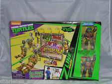 TMNT Ninja Turtles Billboard Breakout z line Playset + 2 Figures Leo Raphael zip