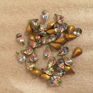 AM944 Rare vintage 10x6mm 'iris' faceted glass pears gold foiled (24)