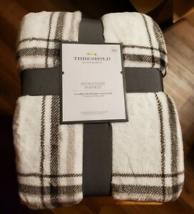 Threshold Microplush Blanket Size Full/Queen 90 in. X 92 in. Gray and White