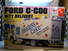 FORD C-60 DELIVERY TRUCK AMT 1:25 SCALE RETRO DELUXE PLASTIC MODEL TRUCK KIT