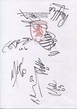 Dos Tarjetas de Blanco A4 con el Middlesbrough distintivo. firmado Por 17 jugadores 04.10.2016