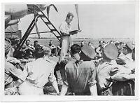 Werkingenieur der Heinkel-Werke, Unterricht an He 111. Orig-Pressephoto um 1940