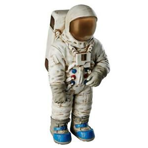 Design Toscano Moon Man Astronaut Statue