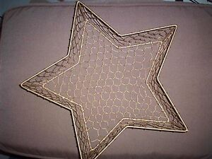 New Gold Star Shaped Wire Basket with 3 Napkins