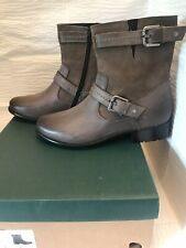 Clarks Women's Leather Boots, Plaza Terrier, Gray. Size 8.5 M, Side Zip