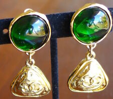 Excellent Green Glass Vintage Chanel CC Logo Clip Dangle Earrings Gripoix Gold