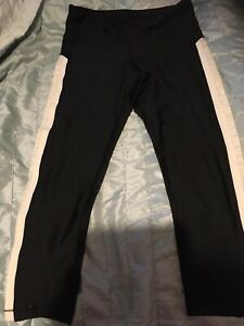 Under Armour Heat Gear Capri Compression Running Tights. Size Large.