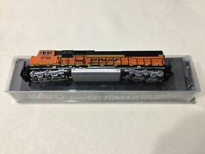 n gauge Kato BNSF Swoosh SD70 Mac diesel locomotive