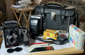 VINTAGE YASHICA D CAMERA 80MM WITH ORIGINAL BOX, LEATHER CASE, EXTRAS