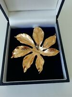 Vintage Retro Gold Tone Textured Leaf Brooch Pin Lapel Classic Autumn Pretty