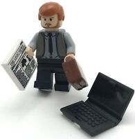 LEGO NEW BUSINESSMAN THE LEGO NEWS GUY WITH TIE CORPORATE CITY FIGURE LAPTOP