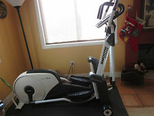 Smooth Fitness Agile DMT X1 Dynamic Motion Trainer Elliptical Übung Maschine
