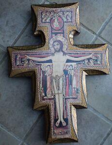holzkreuz mit jesus
