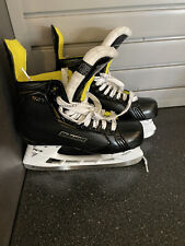 bauer supreme s27 nearly new men's Hockey Skates Size 8. Worn three times.